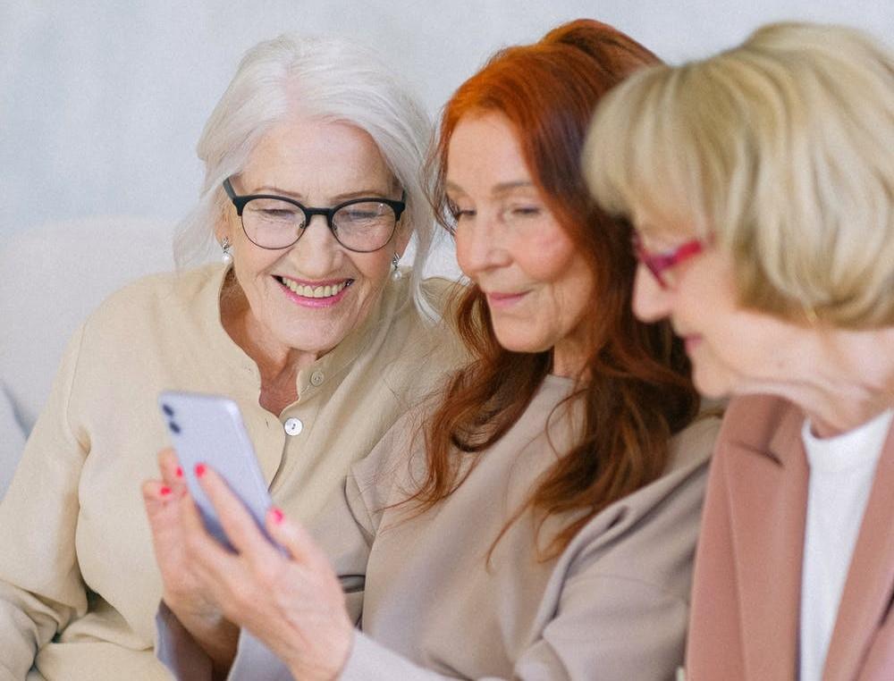 Päevakeskustesse on oodatud kõik eakad, kes tahavad oma päevi sisukalt veeta, parandada oma liikuvust, tervist ja meeleolu.