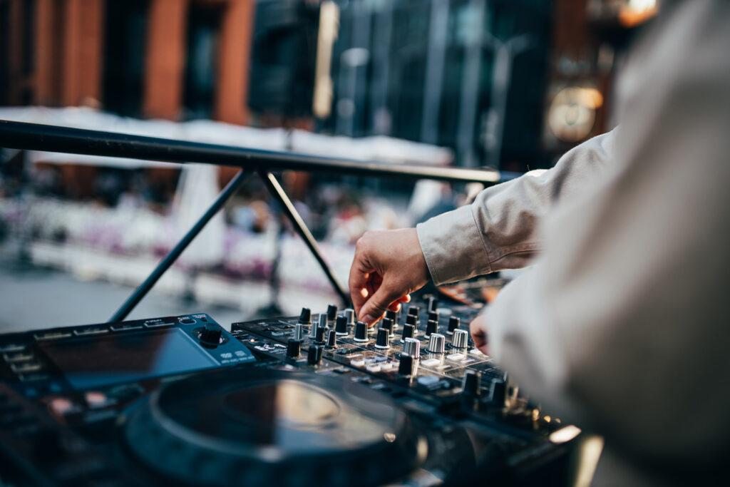 DJ-klubis saad õppida muusikat mixima, produtseerima jne